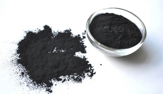 Activated charcoal to reduce blackheads