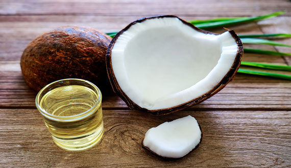 Coconut and essential oils to remove blackheads from face